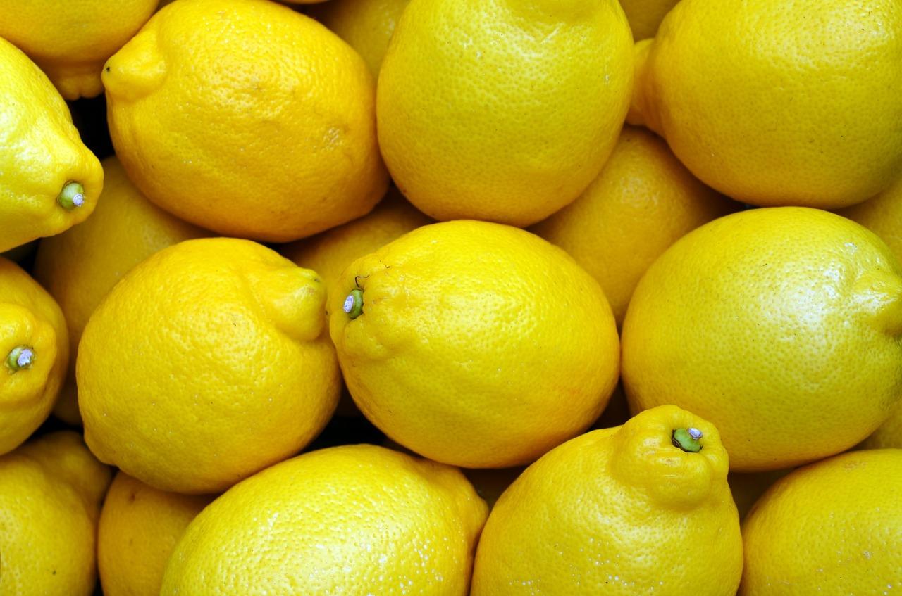 Zitronen gegen fettige Haare